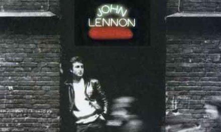 El joven Lennon y los dos singles que le marcaron
